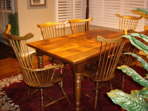 Vintage Old Pine 6ft Harvest Table w/6 Comb back Chairs